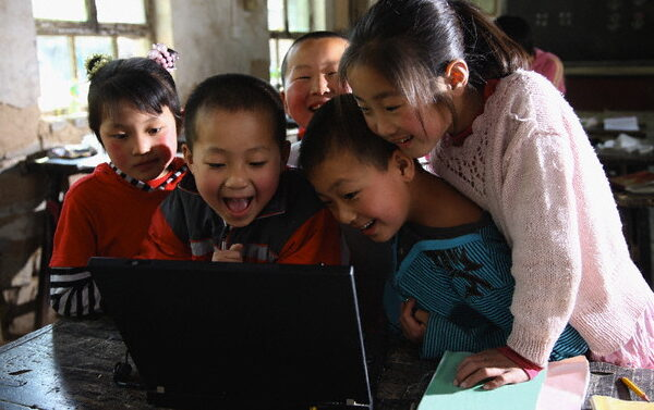 chinese-students-school-computer